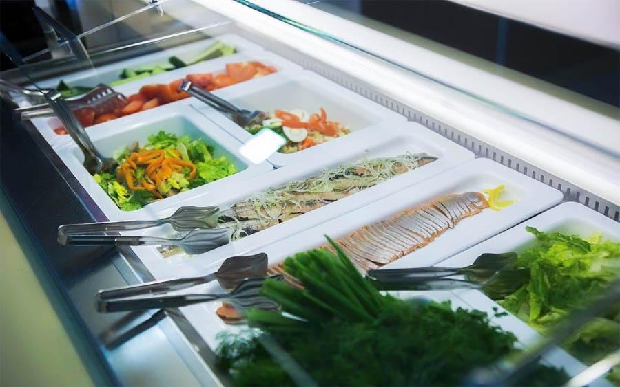 Блюда шведского стола обеденного зал «Скандинавия» санатория «Русь» в Ессентуках - фотография