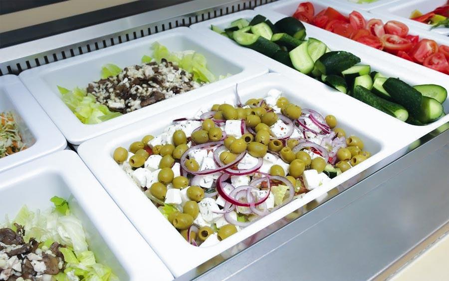 Овощи и салаты шведского стола обеденного зал «Скандинавия» санатория «Русь» в Ессентуках - фотография