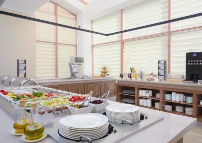 Стол с едой в VIP-зале «Сан-Сити» в санатории «Русь» Ессентуки - фотография