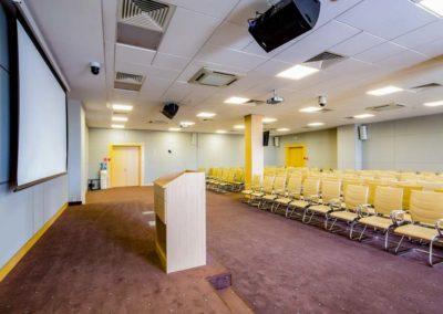Большой конференц-зал в деловом центре санатория Русь в Ессентуках - фотография
