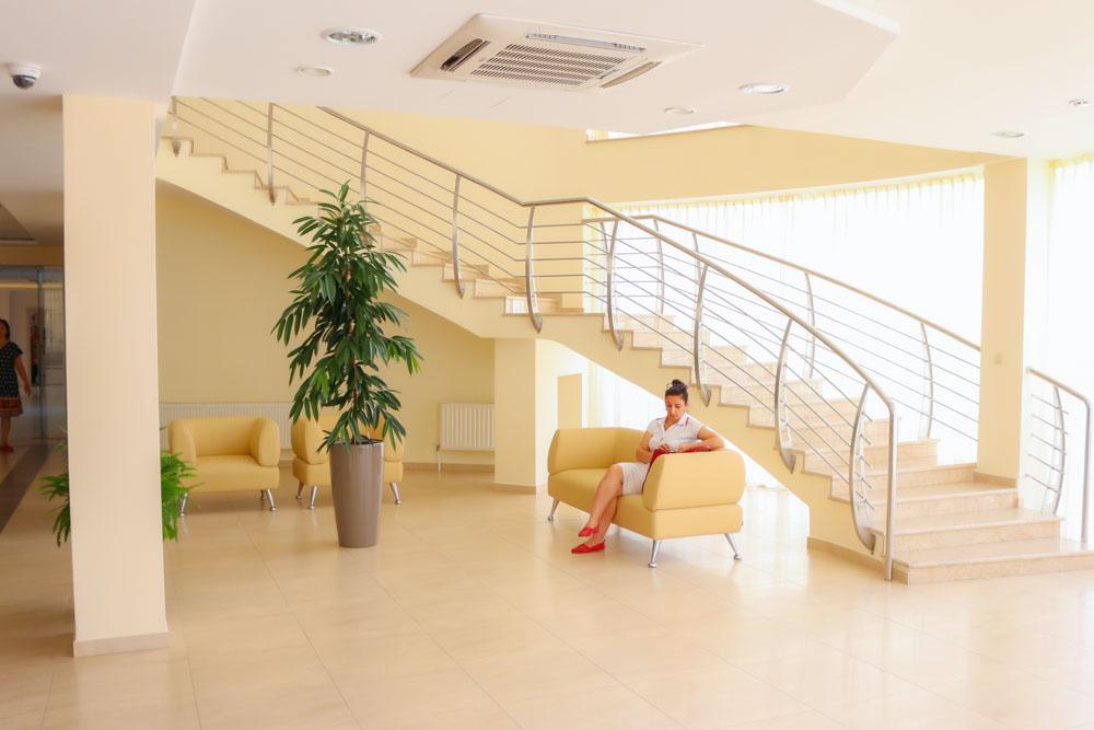 Холл в корпусе здоровье в санатории Русь Ессентуки - фотография