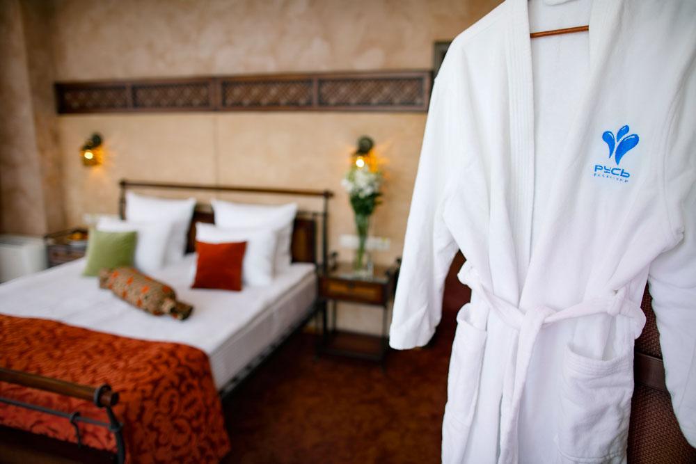 Спальня номера люкс восточный в санатории Русь в Ессентуках