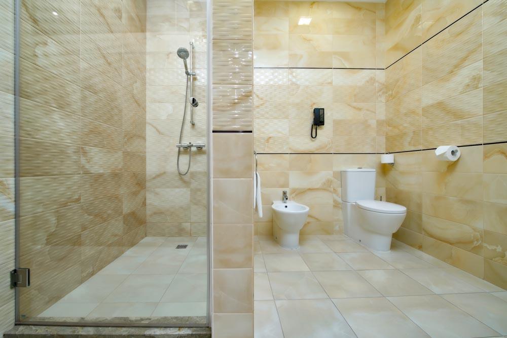 Ванная комната номера люкс в санатории Русь в Ессентуках