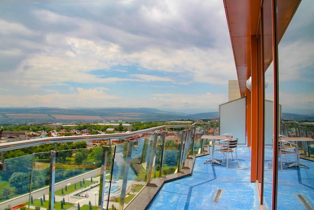 Балкон номера люкс в санатории Русь в Ессентуках
