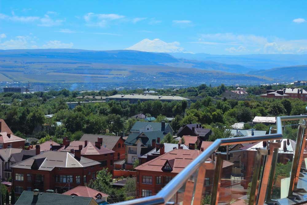 Вид из окна номера люкс в санатории Русь в Ессентуках