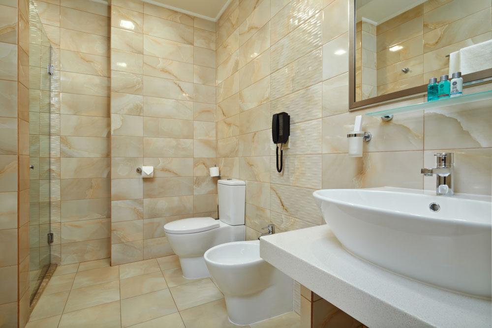 Ванная комната номера сьют в санатории Русь в Ессентуках