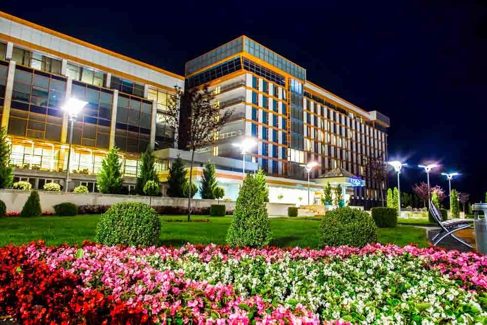 Ночная территория санатория Русь Ессентуки - фотография
