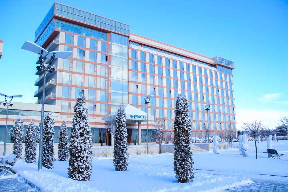 Главный корпус санатория Русь Ессентуки зимой - фотография
